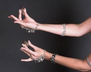 manos danza del vientre