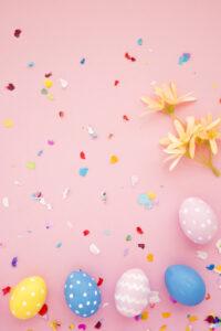 conjunto-huevos-pascua-confeti-brillante_23-2148050919