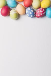 manojo-huevos-colores_23-2147748973